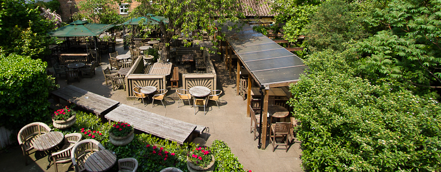 The Spaniards Inn Hampstead beer garden